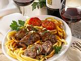 Ragù alla napoletana (Geschmorte Fleischröllchen) Rezept