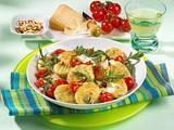 Rauke-Gnocchi mit Pinienkernen, Parmesan und Kirschtomaten Rezept
