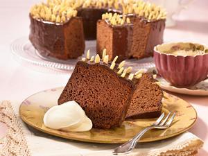 Rehrücken Kuchen mit Schokoladenglasur und Mandelstifte gespickt Rezept