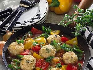 Reisbällchen auf Paprikagemüse Rezept