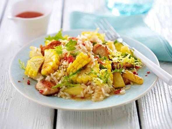 Reissalat mit Mais, Hähnchenfilet, Ananas und Koriander mit süß-saurer Asiasoße Rezept