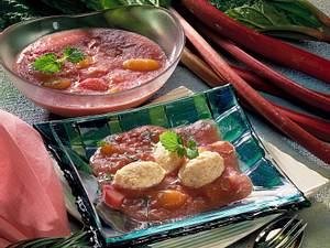 Rhabarber-Aprikosen-Kompott mit Vollkorn-Grießnockerln Rezept
