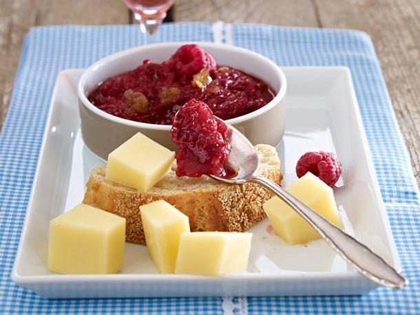 Rhabarber-Chutney zu Käse Rezept