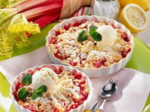 Rhabarber-Crumble mit Vanille-Eis Rezept