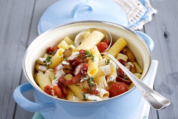Rigatoni mit Tomaten in Kräuterfrischkäsesoße Rezept