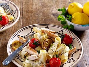 Rigatoni mit Zitronen-Minz-Soße und Hähnchen Rezept