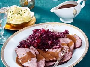 Rinderbraten mit Lebkuchensoße und Kürbisrotkohl Rezept