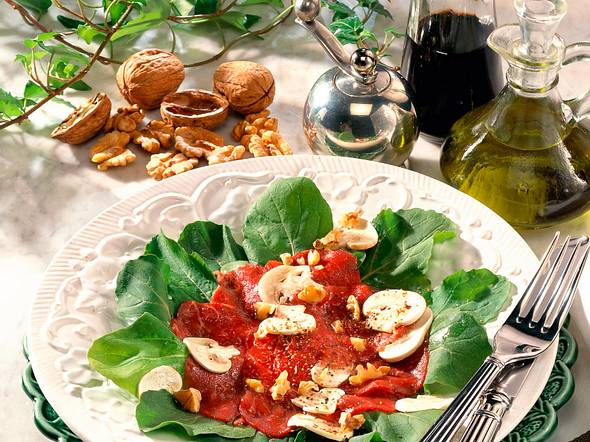 Rindercarpaccio mit Walnuss-Vinaigrette Rezept