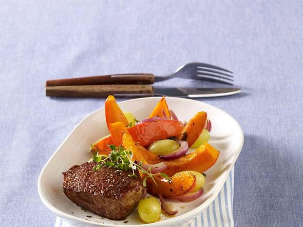 Rinderfilet auf Kürbis-Trauben-Gemüse Rezept