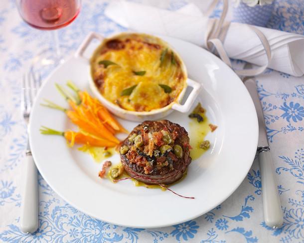 Rinderfilet mit Parmesan-Oliven-Pancetta-Kruste Rezept