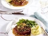 Rinderfilet mit Pilz-Kräuterkruste, Bohnen und Stampfkartoffeln Rezept