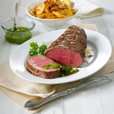 Rinderfiletbraten mit Salsa verde und Röstkartoffeln Rezept