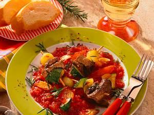 Rinderfiletspießchen auf Tomaten-Gemüsesoße Rezept