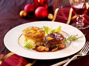 Rinderfiletsteak mit karamelisierten Perlzwiebelchen, Romanesco und Trüffel-Kartoffelgratin Rezept
