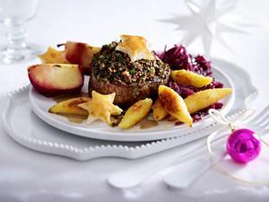 Rinderfiletsteak mit Pilzhäubchen und Rotweinäpfeln Rezept