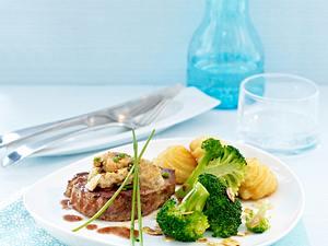 Rinderfiletsteaks mit Pilz-Schnittlauch-Kruste zu Herzoginkartoffeln (FP) und Mandelbrokkoli Rezept
