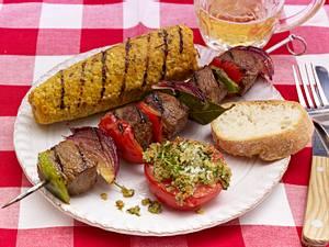 Rinderspieße mit Maiskolben und Grilltomaten Rezept