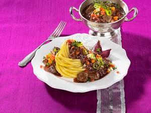 Rindfleisch-Rotwein-Ragout zu Makkaroni Rezept