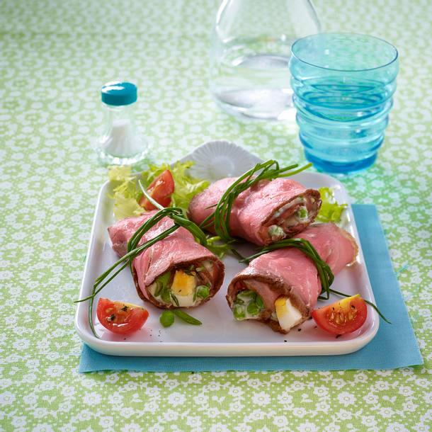 Roastbeef-Päckchen auf Salat Rezept