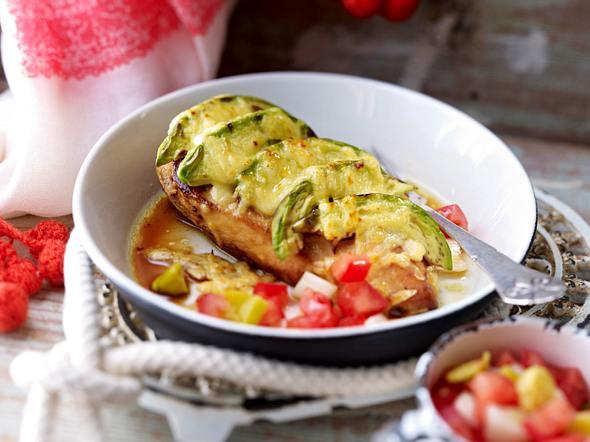 Rodeo-Hähnchen mit Tomaten-Peperoni-Salat Rezept