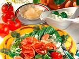 Römersalat mit Crème fraîche-Basilikum-Dip Rezept