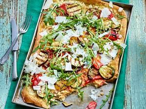 Roggen-Flammkuchen mit gegrilltem Gemüse Rezept