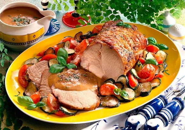 Rollbraten mit Zucchini-Tomaten-Gemüse Rezept