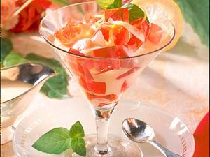 Rosa Weingelee in Vanille-Sahne Rezept