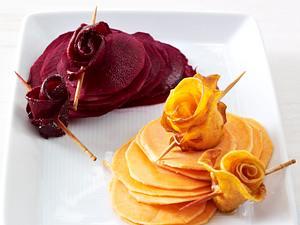 Rosen aus Süßkartoffeln und Roter Bete (zur Dekoration von Platten etc) Rezept