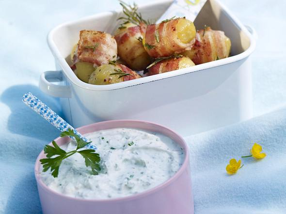Rosmarin-Speck-Kartoffeln mit Kräuterquark Rezept