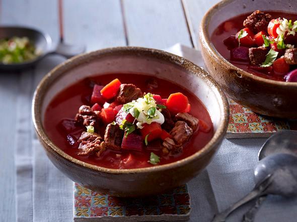 Rote-Bete-Gulaschsuppe mit Asia-Gremolata Rezept