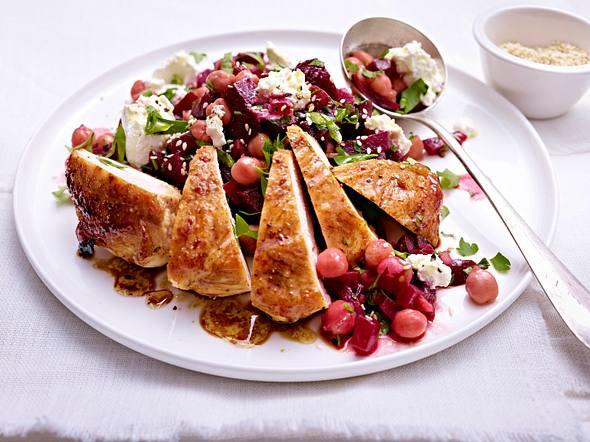 Rote Bete-Kichererbsen-Salat zu Hähnchenfilet Rezept