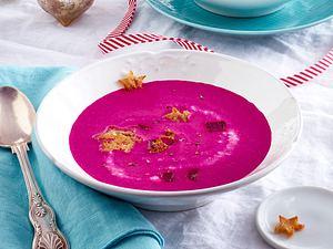 Rote-Bete-Kokossuppe mit Croûtonsternen Rezept
