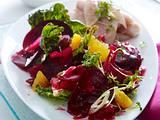 Rote Bete-Salat zu geräucherter Forelle Rezept