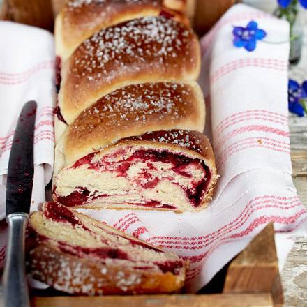 Rote-Grütze-Hefekuchen aus der Kastenform Rezept