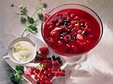 Rote Grütze mit Eierlikörsahne Rezept