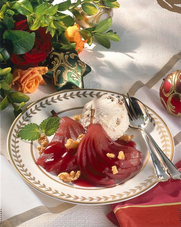 Rotwein-Birnen mit Walnuss-Eis Rezept