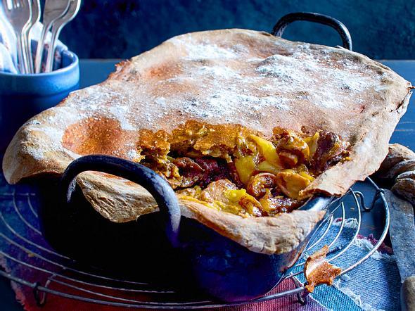 Rouladen-Zwiebel-Fleisch mit Bauernbrotkruste Rezept