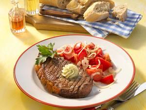 Rumpsteak mit Kräuterbutter und Tomatensalat Rezept
