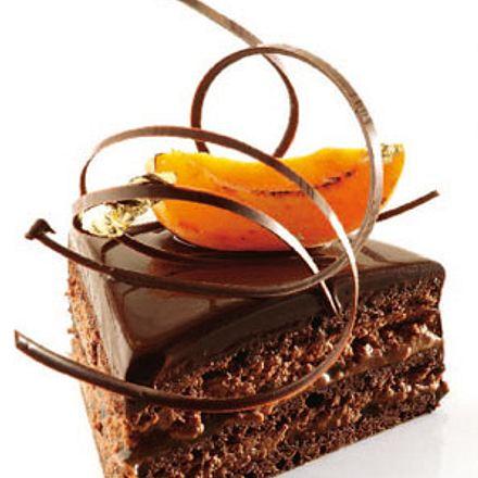Sachertorte mit Aprikosenkonfitüre und Bitterschokolade (Alain Ducasse) Rezept