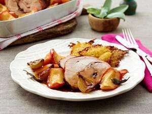 Saftige Putenkeule mit Backäpfeln und Reibekuchen Rezept