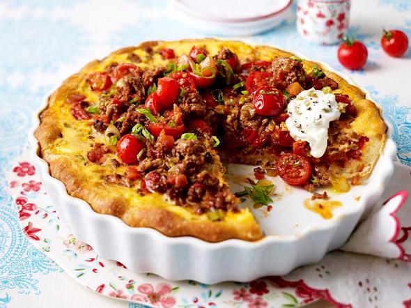Saftiger Tomaten-Pizzakuchen mit Mett Rezept