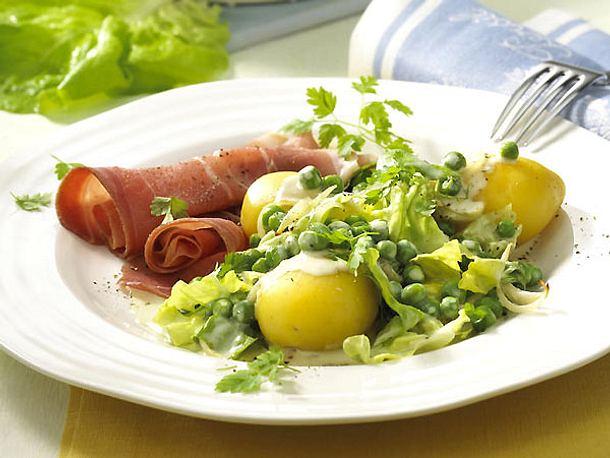 Sahne-Erbsen mit Salatstreifen zu Schinken Rezept