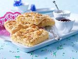 Sahne-Mandel-Butterkuchen (Becherkuchen vom Blech) Rezept