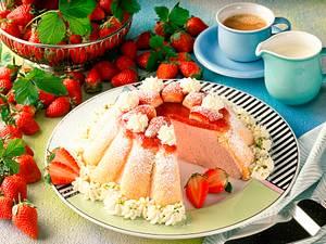 Sahnige Erdbeer-Charlotte Rezept