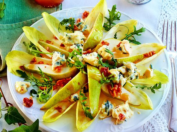 Birnen-Chicoree-Salat mit Käse Rezept