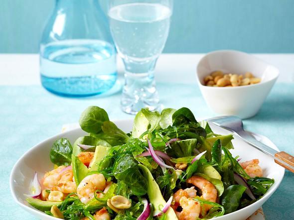 Salat mit Avocado, Algen, Garnelen und Feldsalat Rezept