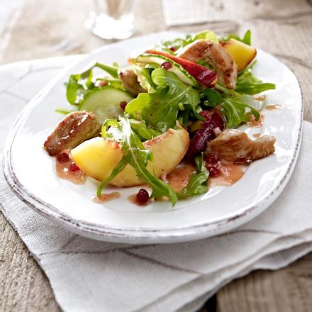 Salat mit Nektarinen, Rauke und Putenfleisch Rezept