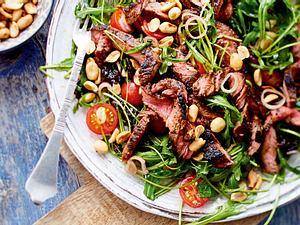 Salat mit Steakstreifen und Pflaumendressing Rezept