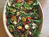 Salat mit Zucchini, grünen Bohnen und Tahini-Dressing Rezept